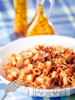 Тубети паста (мини макарони) с октопод и доматен сос - снимка на рецептата